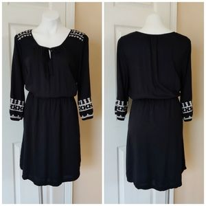 Old Navy embroidered black 3/4 sleeve dress sz L